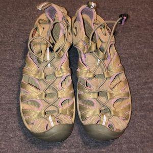 Like new Keen women's sandals sz 7